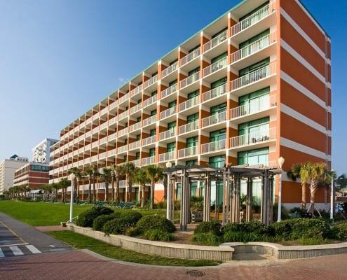 Virginia Beach hotel - Holiday Inn and Suites exterior