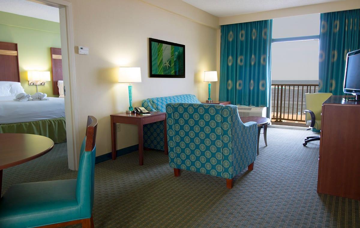 Virginia Beach hotel - deluxe oceanfront 2 queen bed suite